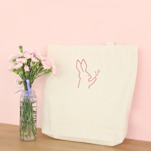 벚꽃잡은 토끼 자수 에코백