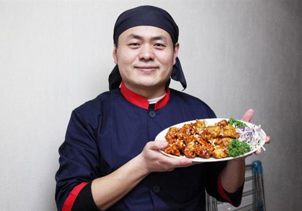 엄선된 재료로 만드는 웰빙간식, '속초 엉클 닭강정'을 창업한 권영태 씨