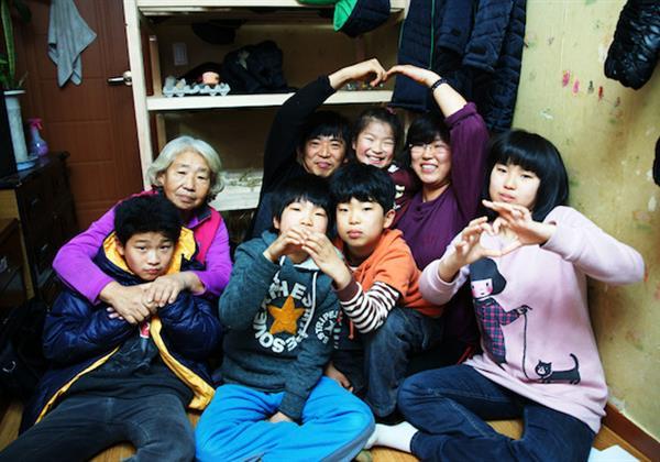 서로 힘을 합쳐 어려움을 이겨내는 김남경 씨 가족