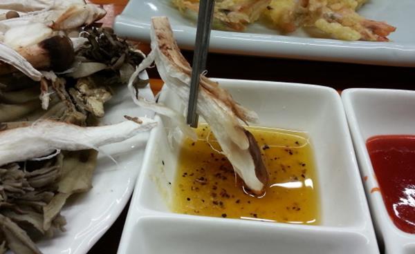 산야초로 차려낸 보약밥상 '양손의 즐거움'