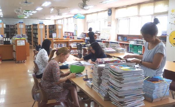 시곡초 도서관 자원봉사단, 책 읽는 어린이 키운다