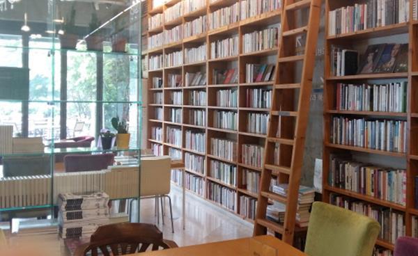 책이 있는 휴식 공간, 북카페 '토끼의 지혜'