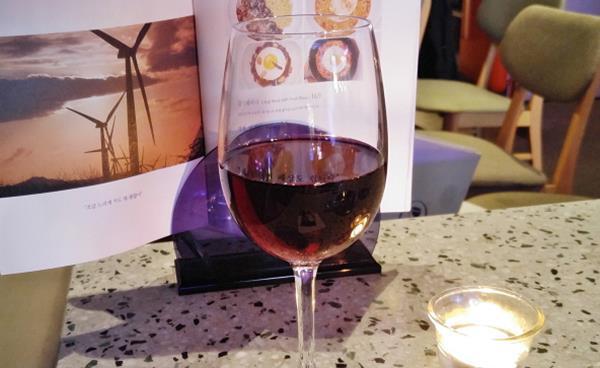 와인 2,900원에 분위기까지! 한티 '와인, 어게인'