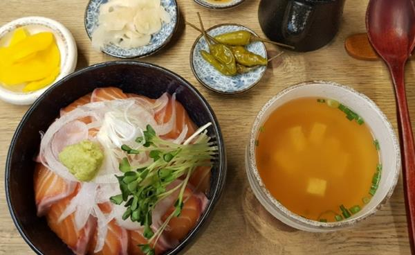 맛과 멋이 있는 공간 석촌호수 먹자골목 퓨전 일식당