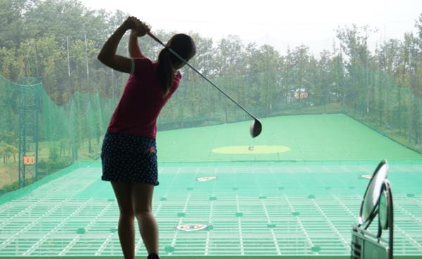뛰어난 접근성과 쾌적한 자연환경, '유명 골프클럽'