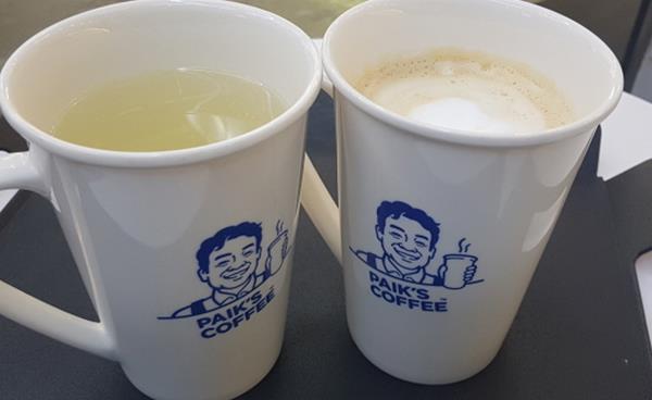 빽다방 신사 플래그십 스토어 'PAIK'S COFFEE'