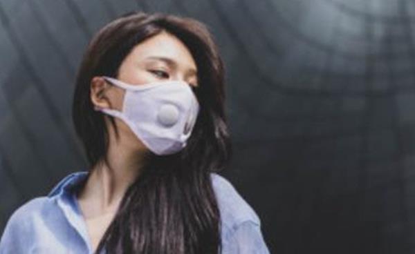 미세먼지 차단용 패션 마스크가 인기