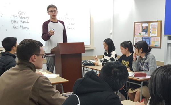 국내·국제 토론대회 우승으로 실력 입증