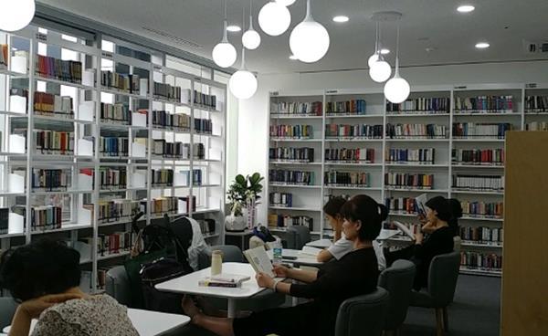 일원동에 새롭게 재개관한 '열린도서관'