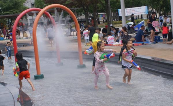 안산 공원 내 물놀이장 이모저모