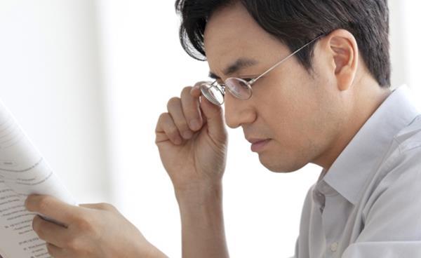 '대치 아이원안경원'이 알려주는 노안과 안경 이야기