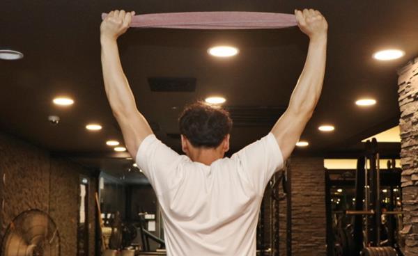 목·어깨·척추·허리가 뻐근하고 아플 때 평상시 꾸준히 하면 좋은 스트레칭 10가지