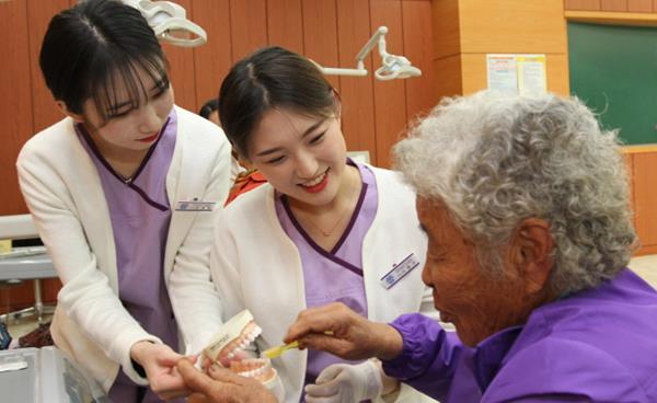 구미대학교 치위생과, 어르신 구강건강 돕는 재능기부 봉사활동