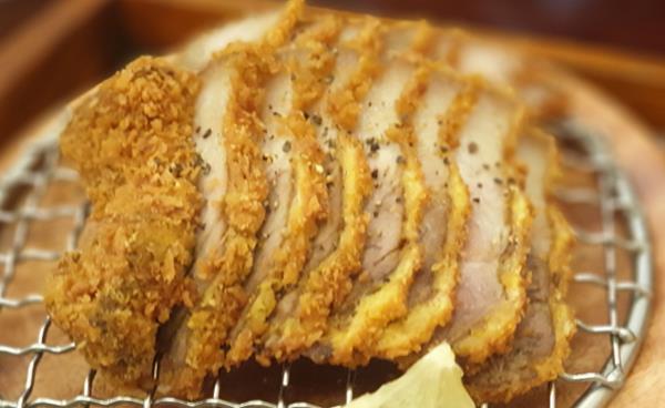 숙성되고 정성이 깃든 고기 맛이 일품인 퓨전돈카츠
