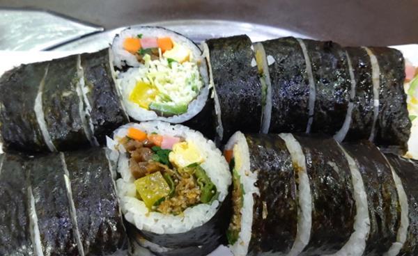 알차고 맛있는 24시 분식집 '김밥하우스'