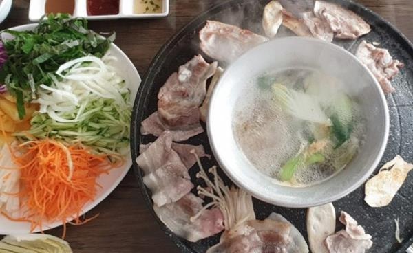 백송마을 김정숙 독자추천 맛집 - 호수공원 건강맛집 '호수월남쌈'