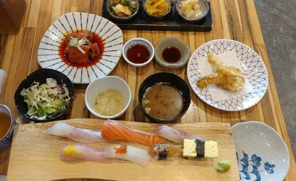가성비로 승부하는 생선회 & 초밥