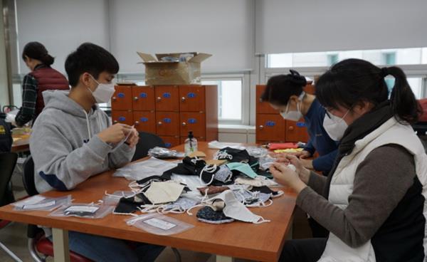 용인시 자원봉사센터 '천 마스크 만들기 봉사활동'