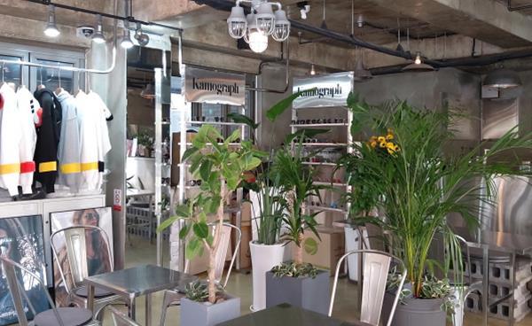 쇼룸과 카페의 만남 '카모그라프카페'
