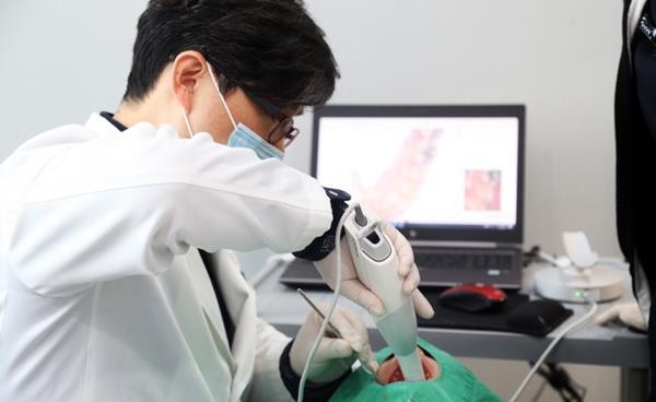 치과 치료와 디지털 기술의 만남, 덴탈스캐너 3D 캐드캠 시스템