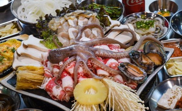 키조개, 우삼겹, 묵은지가 어우러진 맛의 축제