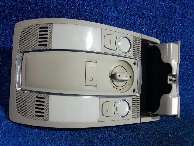 지파츠 자동차 중고부품 4F0947135BT 실내조명등