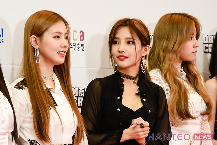 Miyeon, Soyeon, and Yuqi of (G)I-DLE having a photo time during the Red Carpet event of 'The 25th 2019 Dream Concert' held in Seoul Sangam World Cup Stadium on May 18th. (Photo Credit=Hanteo News)