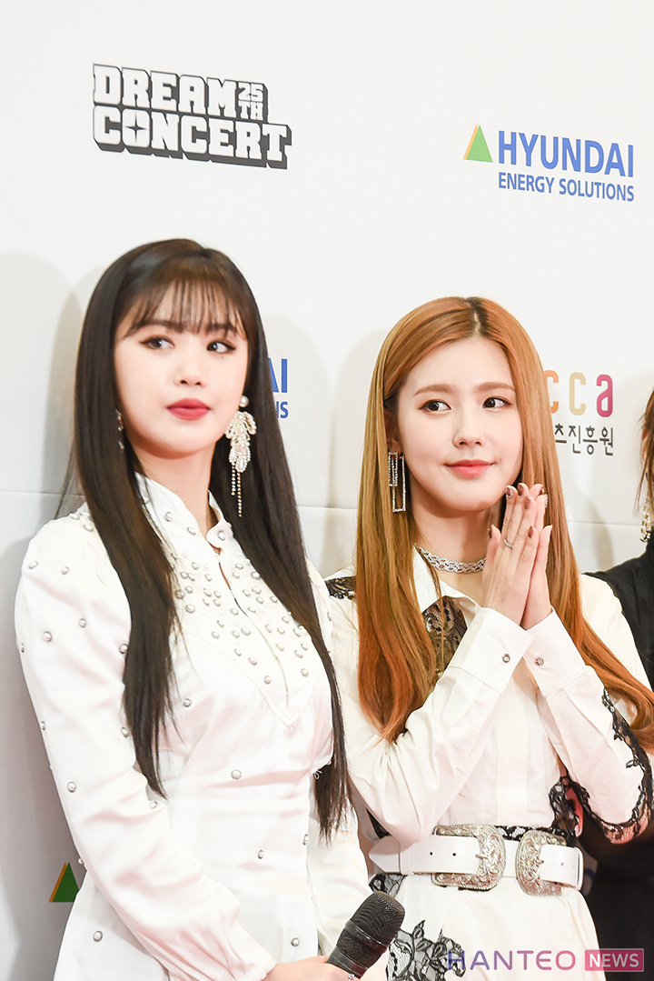Soojin and Miyeon of (G)I-DLE having a photo time during the Red Carpet event of 'The 25th 2019 Dream Concert' held in Seoul Sangam World Cup Stadium on May 18th. (Photo Credit=Hanteo News)