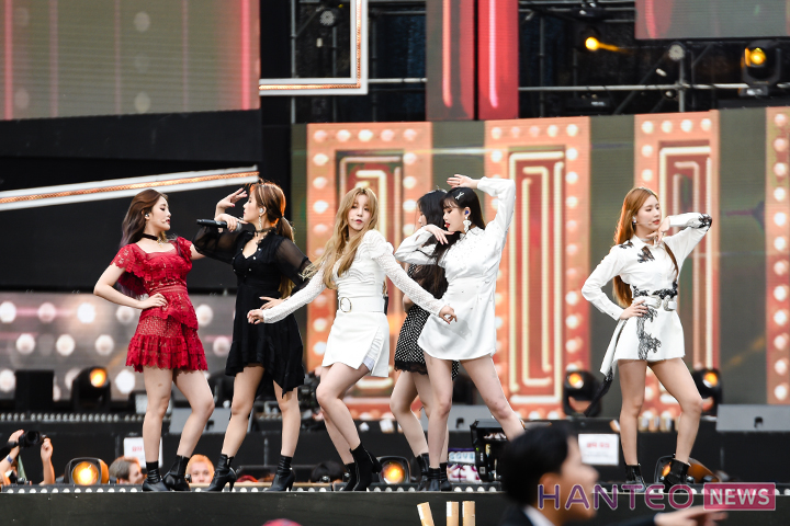 (G)I-DLE giving a passionate performance on stage of 'The 25th 2019 Dream Concert' held in Seoul Sangam World Cup Stadium on May 18th. (Photo Credit=Hanteo News)