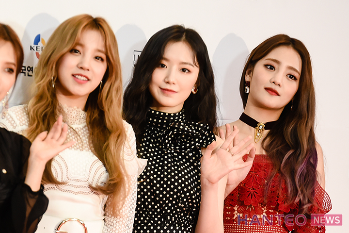 Yuqi, Shuhua, and Minnie of (G)I-DLE having a photo time during the Red Carpet event of 'The 25th 2019 Dream Concert' held in Seoul Sangam World Cup Stadium on May 18th. (Photo Credit=Hanteo News)