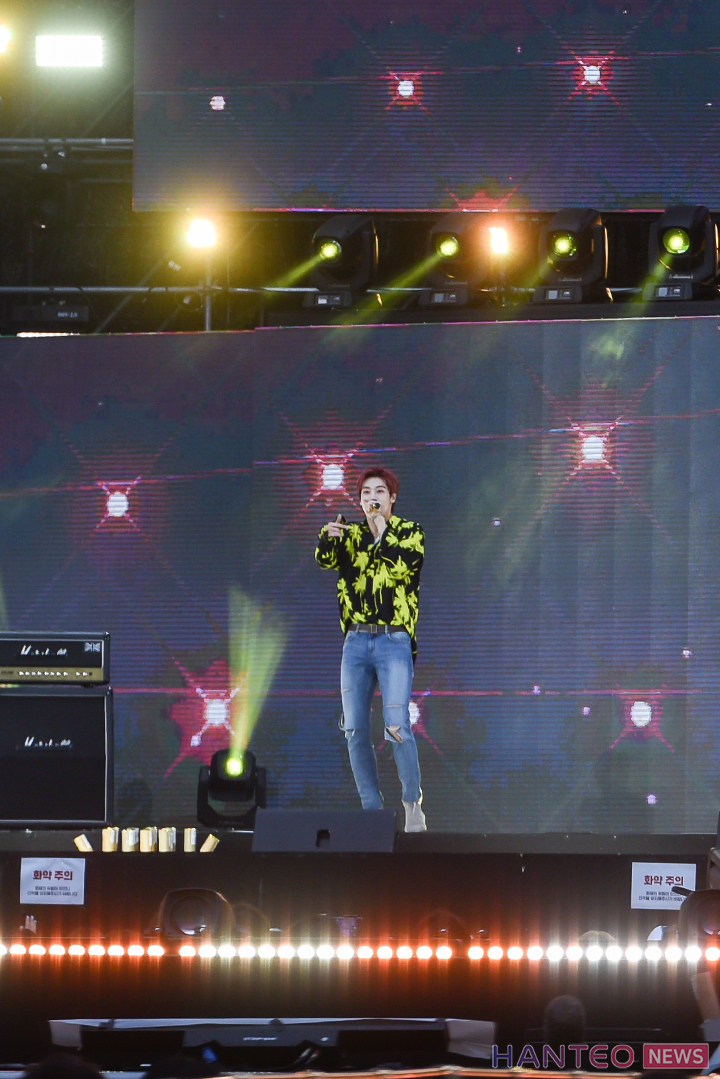 Lee Seunghyub of N.Flying giving an amazing performance on stage of 'The 25th 2019 Dream Concert' held in Seoul Sangam World Cup Stadium on May 18th. (Photo Credit=Hanteo News)