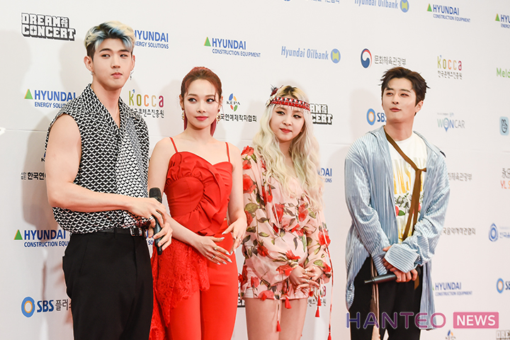 KARD having a photo time during the Red Carpet event of 'The 25th 2019 Dream Concert' held in Seoul Sangam World Cup Stadium on May 18th. (Photo Credit=Hanteo News)
