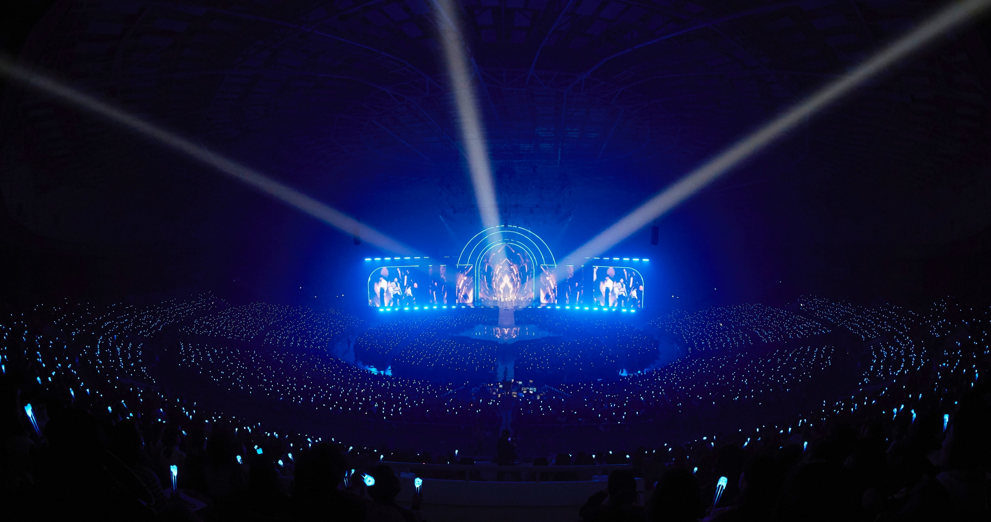 NU'EST's fan meeting 'L.O.Λ.E PAGE' was held on November 16th. (Photo Credit=Pledis Entertainment)