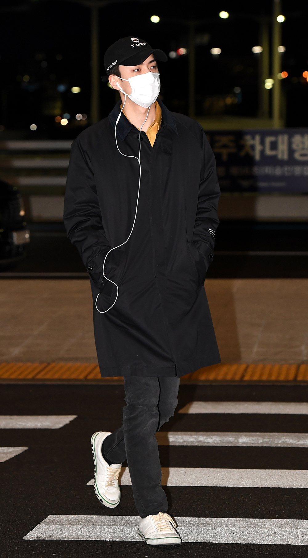 Sehun of EXO heading to the departure of Incheon International Airport for an overseas schedule on January 10th, 2020 (Photo Credit=Getty Image Korea)