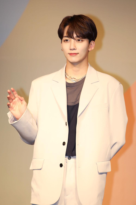 Member Jeonghan of SEVENTEEN (Photo Credit=Sena Sim)