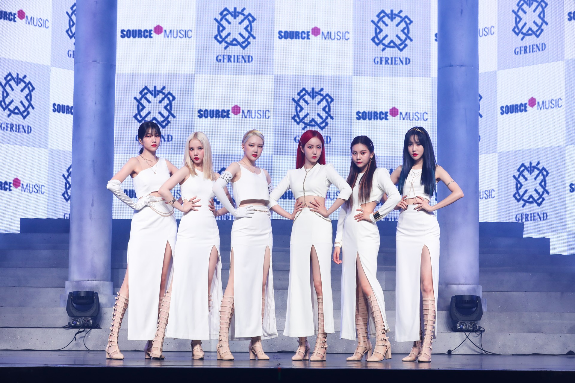 GFRIEND holding回:Song of the Sirens release online/offline showcase on July 13th at 2 PM (Photo Credit=Source Music)
