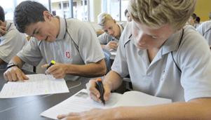 Westlake Boys High School에서 공부하는 학생들