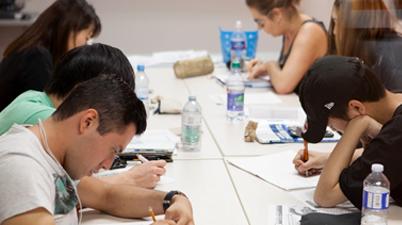 어학연수 과정을 준비중인 학생들