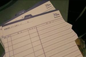 ▲별밤의 작은 도서관 로고가 새겨진 회원 카드겸 대출 카드, 대출한 책의 제목과 함께 간단한 감상을 적을 수 있도록  디자인 되어 있는 점이 특이하다.