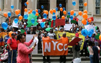 뉴욕의 커뮤니티스쿨 지지자들 집회 ? 2015 Chalkbeat