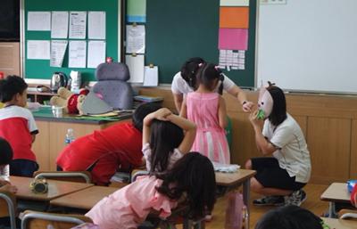 ▲초등학생을 대상으로 한 인식 제고 캠페인으로 역할극 활동 중
