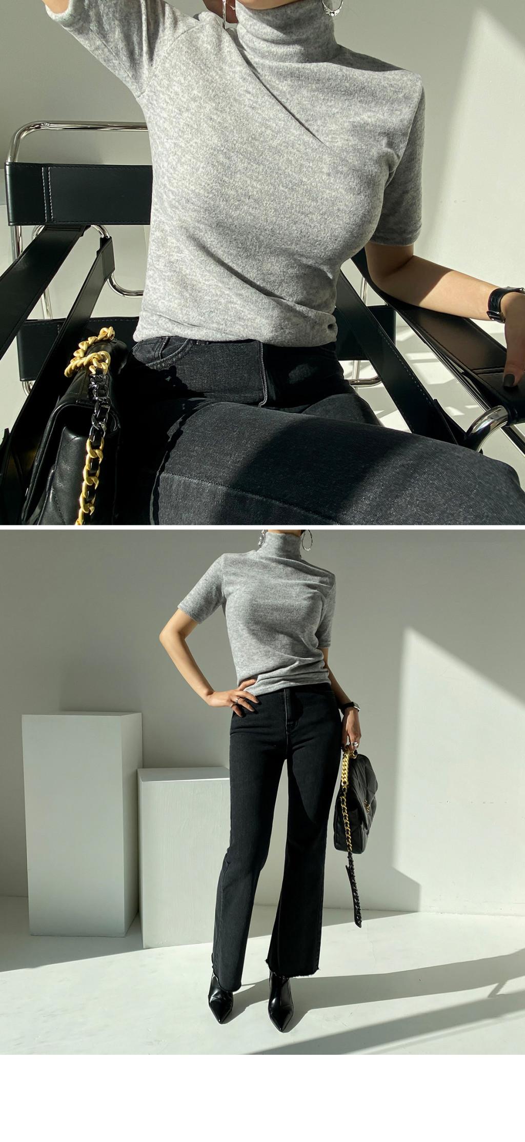 반팔 티셔츠 모델 착용 이미지-S2L1